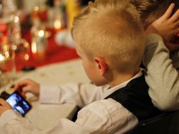 Bambino Blocca iPhone per 47 anni