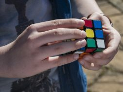 Robot risolve Cubo di Rubik in 0.38 secondi